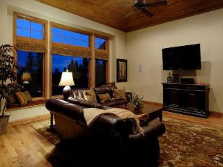 Gorgeous 10 Bedroom Duplex Chateau!  Excellent Views of the ski slopes, Breckenridge