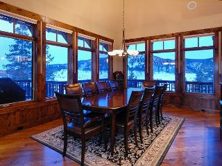 Georgeous Villa in the Highlands, sits on Golf Course, Beautiful Views!, Breckenridge