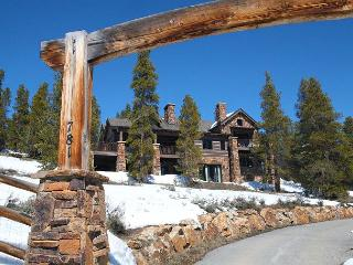 Luxurious Mountain Lodge featuring privacy and amazing views! Close to Breck!, Breckenridge