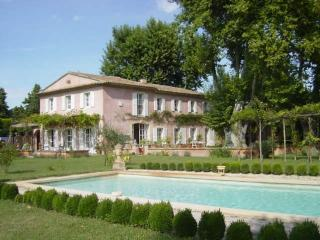 Luxurious Mas Provençal With Private Pool And Medi