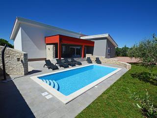 TH00449 Villa Krnica