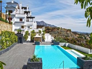 Valley Heights, Puerto Banus