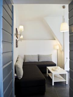 Door between kitchen and living room area
