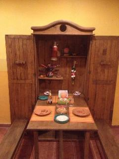 Fold out solid wood dinette seats 4.