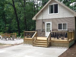 BEAUTIFUL UPDATED CABIN CLOSE TO BEACH & TIPPY DAM, Wellston