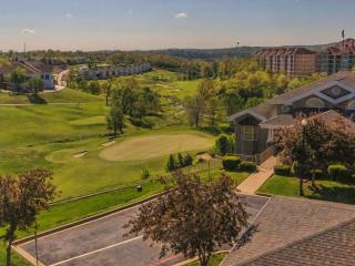 Branson Condo Rental | Thousand Hills | Golf views | Elevator | Pool | Close to 76 (0711905)
