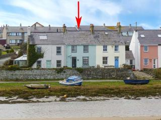 MIN-Y-DON, terraced cottage by beach, woodburner, front and rear gardens, in Aberffraw, Ref 19286, Llangefni