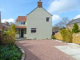 BROOKLEY COTTAGE pet-friendly, close to foorpaths and local pub in Sleights Ref 919426