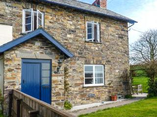 BUCKINGHAMS LEARY FARM COTTAGE, on farm, en-suite, pet-friendly, enclosed garden, in Filleigh, Ref 922930