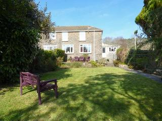 TY PWLL, enclosed rear garden, pet-friendly, WiFi, off road parking, Ref 922404, Pembrey