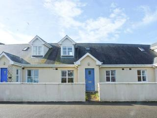 11 FAIRWAY DRIVE, mid-terrace cottage, near beach & golf, close to amenities, lawned garden, in Rosslare Harbour, Ref 923705