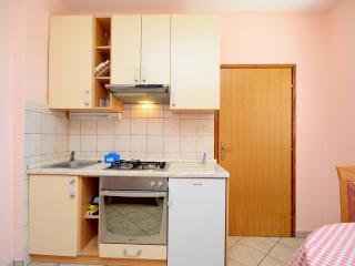 Apartments Martin - 67981-A1, Karlobag