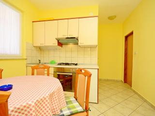 Apartments Martin - 67981-A2, Karlobag