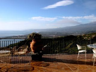 Luxury two-story apartment with amazing sea view, Taormina