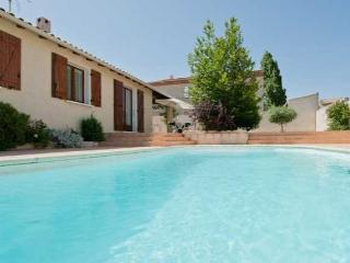 Serignan, French Villa with pool and sauna near beach sleeps 8