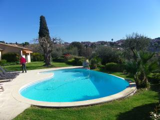 Beautiful Provencal Villa with Pool sleeps 6, Biot