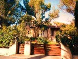 St Raphaël villa 4-11 personnes, calme, jardin