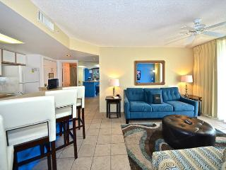 Romantic island getaway! Pristine accommodation with pool and hot tub access!, Key West