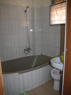 bathtub /shower in master