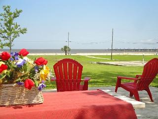 BEV'S BEACH HOUSE - Come and Enjoy This Beautiful Beach House in Waveland !