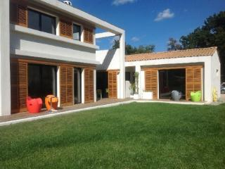 Holiday rental Villas Aix En Provence (Bouches-du-Rhone), 240 m2, 3 400 €
