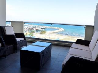 3b Deluxe seafront w/pool, gym - Finikoudes beach