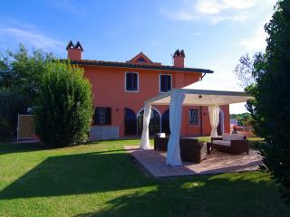 Villa Martini con grande giardino in Toscana