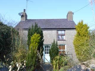 The Old Smithy Cottage WITH PRIVATE HOT TUB, Morfa Nefyn