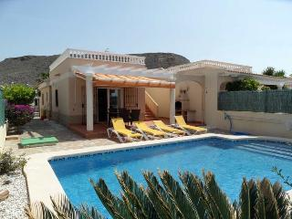 Villa Arabella, 2 bedroom villa with private pool, Seas views. BBQ/AIRCO/WIFI/TV