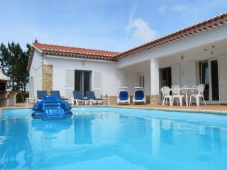 Lovely villa, private pool, garden & great beaches, Aljezur
