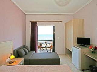 room for 4 persons akrogiali