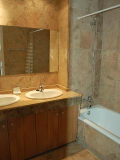 Full en suite bathroom