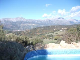 Pauline's House - Spacious country getaway in Andalusia w/ pool, stunning view of Guardiaro Valley, Algatocín