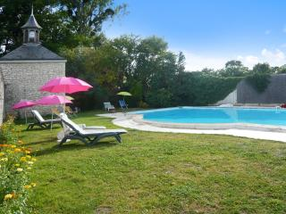 Les Longchamps - historic stone mansion in the Pays de la Loire with private pool – sleeps 16, Neuille