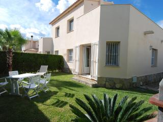 Villa-Duplex B with Jacuzzi on terrace, beach-150m, Oliva