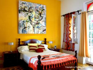 BNB La Pantera Negra Yellow Room