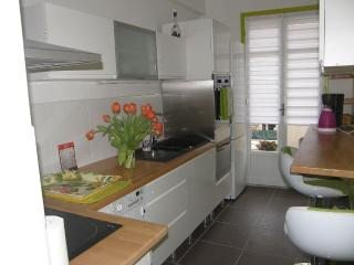 Apartment 3 rooms + kitchen (2 real bedrooms)parking,wifi,)