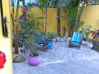 Downtown 2BD + big private garden,Casa Ahau quiet, Playa del Carmen