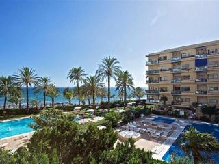 Skol 110 centre frontline beach modern great views, Marbella