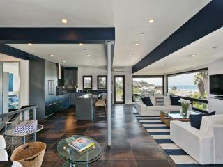 Huge/Modern w/PRIME Location at Moonlight Beach, Encinitas