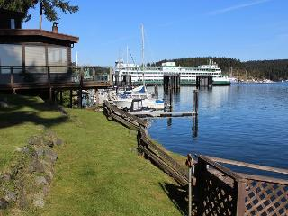NEWLY LISTED! WATERFRONT! DOCK ACCESS, Friday Harbor