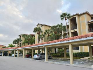 Golf course and lake view condo with golf membership, Bonita Springs