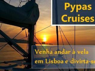 Venha dormir num confortável veleiro em Lisboa