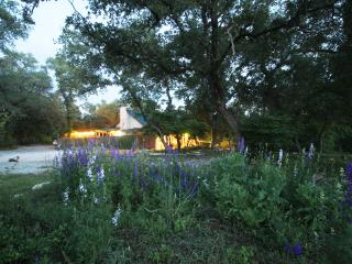 ROMANTIC Hill Country Ranch !!, Wimberley