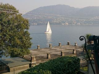 Piccolo mondo antico lake front-WiFi free no limits-Piscina a pagamento a 200m.