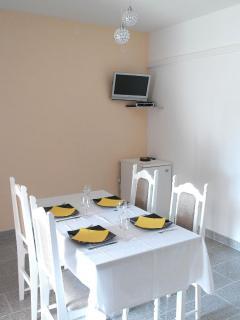 A2(4+1): dining room