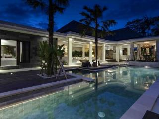Complex of pretty sophisticated exotic villas 7BR, Seminyak