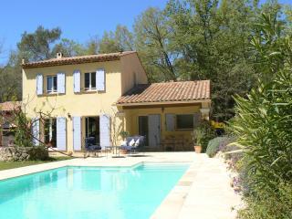 Villa individuelle, chevaux de jardin, piscine privée,, Saint-Raphaël