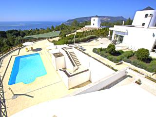 Exquisite double bedroom with sea view and pool, Setubal