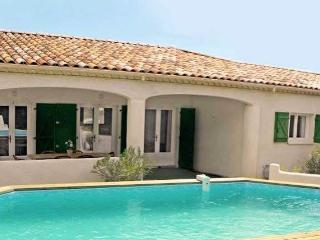 Aumes villas to rent in France with pool sleeps 6